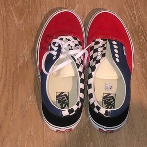 Unisex vans (missing one shoe lace)